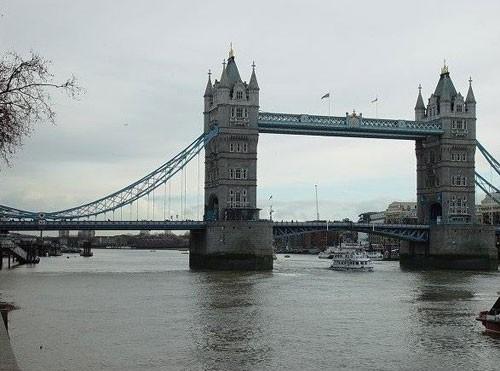 英国地标建筑伦敦塔桥拟挂广告惹批评