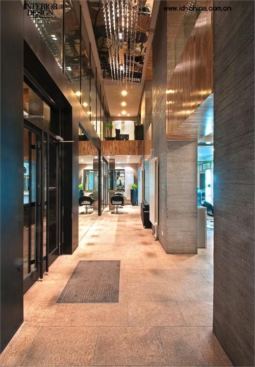 概念取自于中式传统庭院设计,在这个比较规整的室内空间中,利用绿植