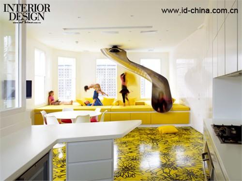 沙发的色彩和地面异曲同工,滑梯成为孩子们最喜爱的地方。2