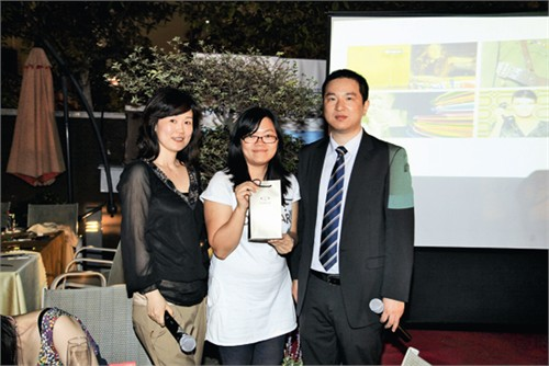 东帝士、英威达代表与获奖设计师合影