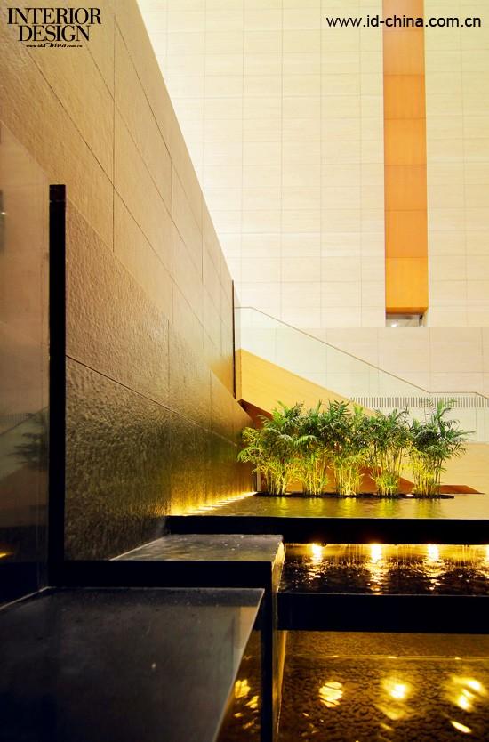 作为一名关注城市空间,城市环境的室内设计师,我对此类环境的忍耐力大