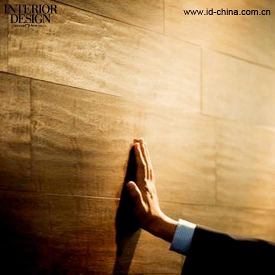 除此之外我们可以利用木地板砖巧妙设计艺术形象墙及背景墙,成为风尚