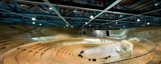 这个项目的目标就是创造一个地标性的结构,特殊的考虑包括:反映当地的形象,仁川海港的海洋象征,独特的设计需求包括:多功能展厅,表演和社会聚集空间。这个项目的开始是区别于一般的建筑思想的,它包含的是弧形的地板,平整的屋顶,纪念大厅是用于展厅,同时它包含着宽阔的天花板。