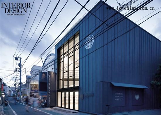 """日本设计事务所Nendo在东京设计了一间有趣的星巴克咖啡店,在哪儿客人们可以将""""书""""带到柜台点咖啡。这间弹出式图书馆名为""""星巴克咖啡之旅"""",由天花板到地书架组成,每个书架包含九种不同颜色的书套,每种颜色代表一种咖啡口味。在独特的书架内,客人可以找到每种咖啡的信息。"""