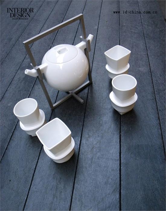 圆元素,设计出杯子设计中难得的方圆呼应趣味.