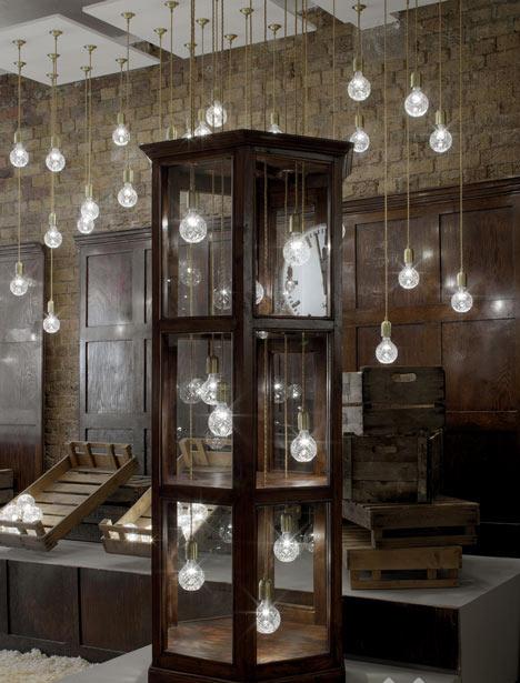 英国:水晶灯泡商店设计_美国室内设计中文网