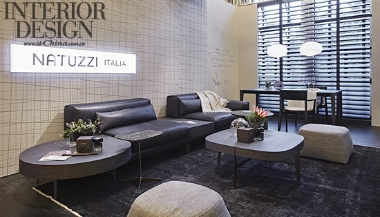 lipparini 设计的ido系列沙发主体线条简洁,纯粹,加上优雅的金属沙发