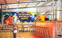 幸福跳跃:印度尼西亚茂物市餐馆Yelo Eatery