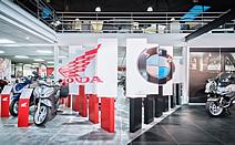 Carl Tran / 法国本田、宝马摩托车展示空间